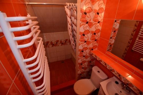 Łazienka w domu letniskowym dla 9 - 16 osób w Pobierowie