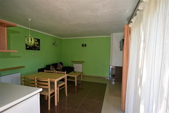 Salon i jadalnia w domu letniskowym w Sarbinowie